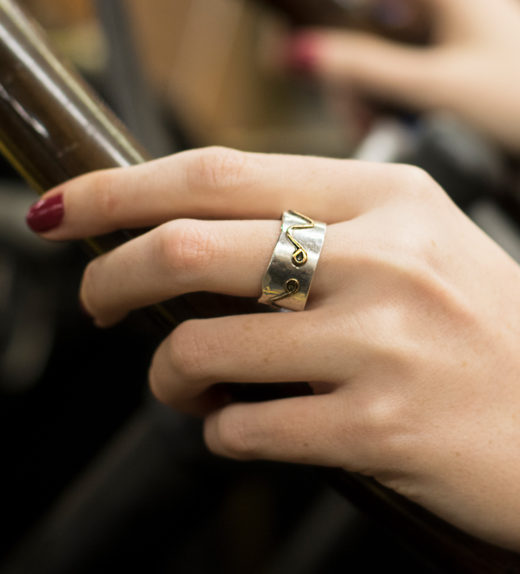 Ring with wave designs